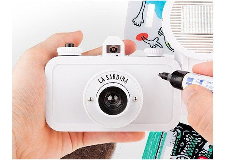 Bild 1 - LOMO La Sardina Camera and Flash DIY-Edition